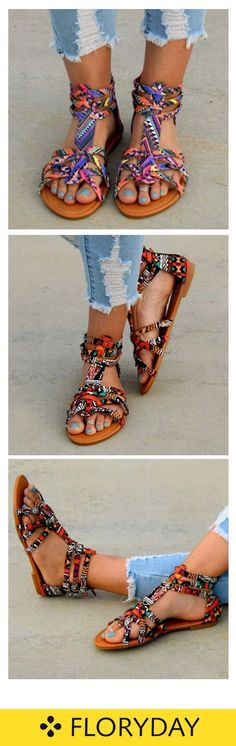 Look at these stylish shoes. Nice Women's Hair Styles Look at these stylish shoes. Ripped Jeans Outfit, Black Ripped Jeans, Pumps, Heels, Fashion Outfits, Womens Fashion, Fashion Trends, Only Shoes, Fashion Jewelry