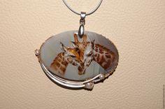 """Купить кулон """"Нежность"""" - комбинированный, жираф, агат, перламутр натуральный, жемчуг натуральный, масляные краски"""