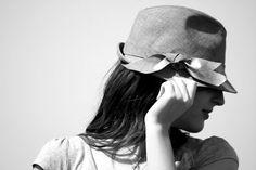 Light denim trilby hat. Find it at:info@neob-lab.com