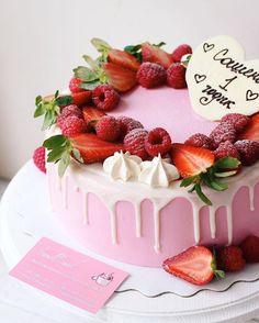 Нежный розовый тортик на первый день рождения малышки Сашеньки  От нас желаем крепкого здоровья и жизнелюбия  #foodbookcake