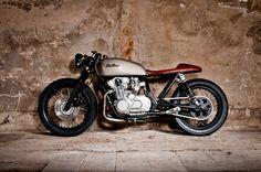 Suzuki GS550 Cafe Racer Tintin by Mellow Motorcycles 4