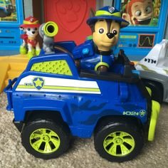 Chase is on the case in a Jungle Rescue Adventure! The Paw Patrol Chase Jungle Rescue Vehicle features a whole new look and Chase figure!