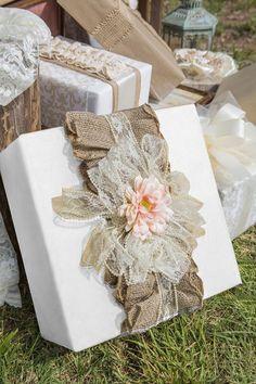 gift wrapping ideas for weddings Wedding Gift Wrapping, Creative Gift Wrapping, Present Wrapping, Christmas Gift Wrapping, Creative Gifts, Wedding Favors, Party Favors, Wedding Gifts, Christmas Gifts