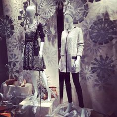 Winter is coming at the NIC+ZOE #flagshipstore! #BBondisplay #NZATTHEPRU #holiday #holidaywindows