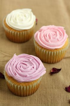 Rose Cupcakes for the Rose City!