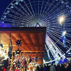 Christmas market/village and big wheel at Marseilles. Une période magique avec de jolis petits marchés de Noël #igersfrance#igersmarseille#marseillerebelle#marseillebynight#christmas#marchedenoel#noel#lights#granderoue#winter#perfect#love#fun#sweet