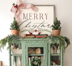Are you looking for pictures for farmhouse christmas decor? Browse around this website for very best farmhouse christmas decor pictures. This cool farmhouse christmas decor ideas seems absolutely excellent. Farmhouse Christmas Decor, Rustic Farmhouse Decor, Rustic Christmas, Christmas Home, White Christmas, Rustic Decor, Vintage Christmas, Christmas Crafts, Christmas Decorations