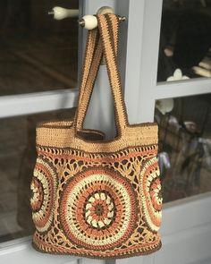 Marvelous Crochet A Shell Stitch Purse Bag Ideas. Wonderful Crochet A Shell Stitch Purse Bag Ideas. Crotchet Bags, Knitted Bags, Crochet Handbags, Crochet Purses, Crochet Shell Stitch, Crochet Stitches, Crochet Market Bag, Flower Bag, Purse Patterns