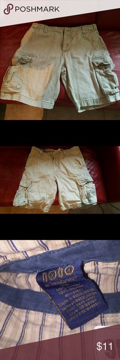 "Men's Vintage Cargo Shorts Men's vintage cargo six pocket shorts. These are very comfortable shorts Size 36 waist inseam 11"". No Boundaries Shorts Cargos"
