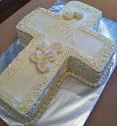 Holy Communion Cross Cake Vanilla Shaped Into a cross. Would be beautiful with some blue on it. Comunion Cakes, First Holy Communion Cake, Bible Cake, Cross Cakes, Religious Cakes, Confirmation Cakes, Cake Shapes, Girl Cakes, Celebration Cakes