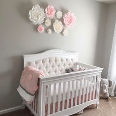 The power of flowers🌸so perfect above this beautiful tufted crib😍Flowers by .
