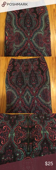 Adrianna Papell Henna Print Pencil Skirt Size 4 This beautiful Henna Print Pencil Skirt Size 4 by Adrianna Papell is in perfect condition. Gently used with No flaws! Like new :) Adrianna Papell Skirts Pencil