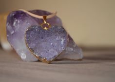 Sieh dir dieses Produkt an in meinem Etsy-Shop https://www.etsy.com/listing/227069486/druzy-amethyst-heart-pendant-necklace-on