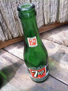 Bouteille 7up seven-up Fresh up with 7up Ça ravigote – Ingrédients à l'endos – 7oz – 1957 possiblement - 12$