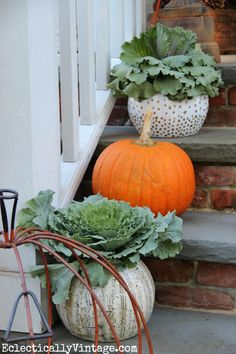 Ihanat syysasetelmat:) - Fall Porch Decorating Ideas - love the eclectic look eclecticallyvintage.com
