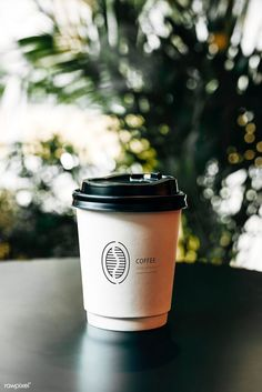 Disposable coffee paper cup mockup design | premium image by rawpixel.com #mockup #foodanddrink #photography #photos Coffee Barista, Coffee Drinks, Coffee Shop, Coffee Cups, Coffee Logo, Paper Cup Design, Coffee Photography, Photography Photos, Product Photography