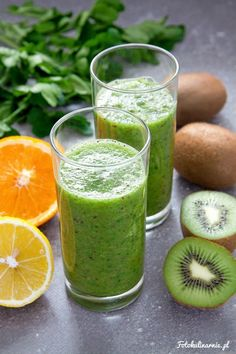To bomba witamin i szalenie zdrowego chlorofilu. Healthy Snacks For Diabetics, Healthy Foods To Eat, Healthy Drinks, Healthy Dinner Recipes, Fruit Smoothies, Smoothie Recipes, Fitness Smoothies, Dieta Detox, Detox Drinks