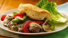 Philly Cheese a Ground Beef Casserole.Bring the fabulous flavor of Philly cheese steak sandwiches to a comforting casserole! Steak Casserole, Ground Beef Casserole, Casserole Recipes, Meat Recipes, Dinner Recipes, Cooking Recipes, Dinner Ideas, What's Cooking, Gastronomia