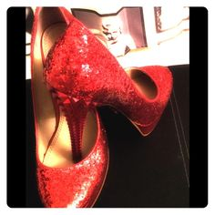 ✨✨✨SPARKLING RED HEELS✨✨✨ ✨✨RACHEL ROY RED SPARKLING PLATFORM  HEELS✨✨IN GREAT CONDITION✨minor scuff on side as shown in photo!!!YOU WILL LOVE THESE SHOES RACHEL Rachel Roy Shoes Platforms