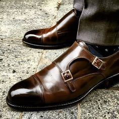 Want ideas and inspiration on how to wear your Vass in the wild wild west? I suggest you follow our friend @oslo85 Vass Model: Double Monk Vass Vass Last: F Vass Colour: Brown Calf Use hashtags for all Vass Shoes: #Vassshoes #Ascotshoes #Vasslondon #Vasscharm - Each pair of Vass are uniquely made to order taking approx. 7-8 weeks. Email: Ascotshoes@outlook.com Whatsapp: +447495411782 ------------------------------------------ #madetomeasure #shoegazingblog #tailoring #shoeoftheday…