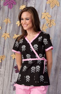 Skull and bones scrubs. I wish we could wear cute scrubs at clinical Scrubs Outfit, Scrubs Uniform, Work Fashion, Fashion Outfits, Cute Scrubs, Work Uniforms, Medical Scrubs, Mommy Style, Work Attire