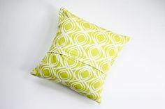 DIY: envelope-style pillow