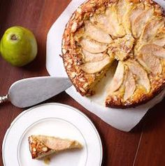 Gluten-Free Pear Almond Cake makes the perfect holiday dessert. Dessert Sans Gluten, Gluten Free Desserts, Healthy Desserts, Just Desserts, Gluten Free Recipes, Almond Flour Cakes, Cake Flour, Pear And Almond Cake, Pear Cake