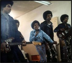 http://emilclemons6757.hubpages.com/hub/Rare-Michael-Jackson-Photos