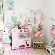 sweet..play kitchen  http://www.livesweetblog.com