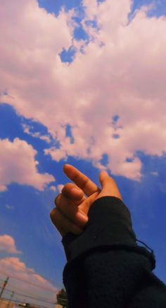 Hand Pictures, Cute Friend Pictures, Girly Pictures, Hand Photography, Girl Photography Poses, Creative Photography, Shadow Photos, Sky Photos, Mood Instagram