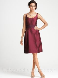 Cheap Knee Length Burgundy Bridesmaid Dress with Straps