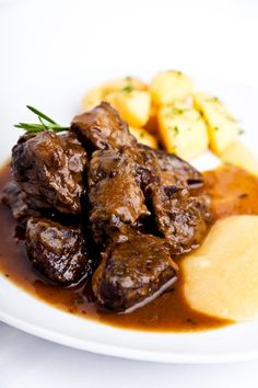 Get a taste of scrumptious cooking ideas, tips and recipes from some of South Africa's gourmet chefs. Lamb Recipes, Meat Recipes, Cooking Recipes, Dinner Recipes, Musaka, Irish Stew, Snacks Für Party, My Best Recipe, Grilling Recipes