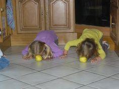 Activité physique et motrice : pommes à pousser Preschool Writing, Kindergarten Crafts, Info Board, Home Schooling, Games For Kids, School Supplies, Dog Bowls, Little Ones, Activities