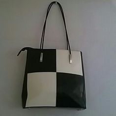 New coast handbag/ on sale. 10% off Used but very clean inside and outside good condition coast Bags Shoulder Bags