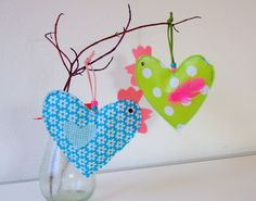 Easter hen craft for kids Bird Crafts, Heart Crafts, Easter Crafts, Sewing For Kids, Diy For Kids, Crafts For Kids, Spring Crafts, Holiday Crafts, Chicken Crafts