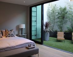 Stunning bedroom. I am so fascinated with the open window. It's just awesome. Credits: Trendir #Modernyze