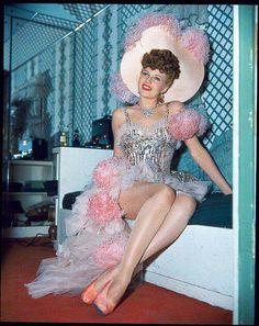 Confira todas as matérias sobre Rita Hayworth em nosso site: http://cinemaclassico.com/?s=rita+hayworth