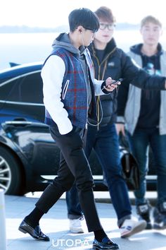 My sexy baby Vip Bigbang, Kpop Fashion, Airport Fashion, Kpop Guys, Top Of The World, Airport Style, Leather Loafers, Saint Laurent, Handsome