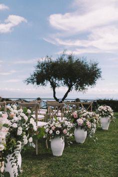 Destination wedding ceremony: http://www.stylemepretty.com/destination-weddings/2017/03/13/fall-amalfi-coast-wedding/ Photography: Nancy Ebert - http://www.nancy-ebert.de/entspannte-hochzeit-im-november/