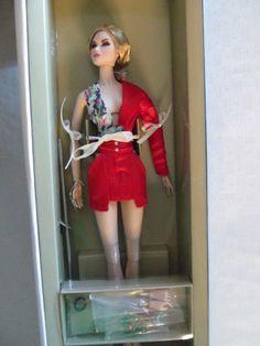Lady in Red Erin Fashion Royalty Tropicalia - NRFB
