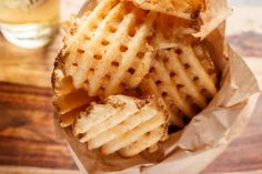 Livestly is the latest in lifestyle, recipes, entertainment and feel good trending news. Oven French Fries, Fries In The Oven, Waffle Recipes, Baking Recipes, Potato Recipes, Good Food, Yummy Food, Yummy Yummy, Fried Chicken And Waffles