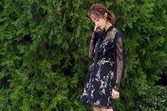 Chinese actress Hu BingQin wearing a lace detailed floral print mini dress of Fall/Winter '17 collection.