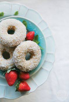 11. Vegan Coconut Vanilla Doughnuts #healthy #doughnuts #recipes http://greatist.com/health/healthier-donut-recipes