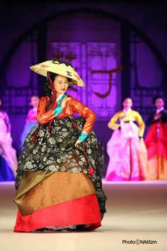한복 Hanbok Korean Traditional Dress, Traditional Clothes, Fashion Show, Fashion Outfits, Korean Dress, Korean Art, Color Inspiration, Seoul, Asian Beauty