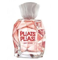 İyimserlik, feminenlik ve oldukça güçlü bir imza. Cömert ve bağımlılık yapan bir parfüm. Pleats Please üst notalarında eğlenceli duygular veren Nashi içeriyor, bu duygu orta notalardaki tatlı bezelye ve şakayık ile kucak dolusu feminenliğe açılıyor. Alt notalarda sedir ağacı ve paçulinin zarafeti, şehvetli vanilya ile birleşiyor.