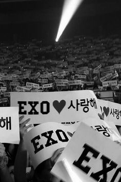 Image shared by ⒺⓍⓄ. Find images and videos about exo, exo-k and exo-m on We Heart It - the app to get lost in what you love. Lightstick Exo, Exo 12, Kpop Exo, Exo Music, Exo Group, Exo Album, Exo Concert, Exo Lockscreen, Kim Jongdae