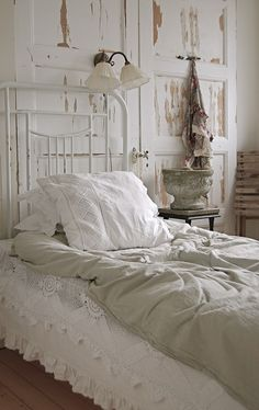 I just want to climb in this bed and red a book