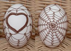 Wired Eggs Egg Tree, Ukrainian Easter Eggs, Easter Crochet, Food Crafts, Cover Pics, Egg Decorating, Wire Art, Wire Jewelry, Wire Wrapping