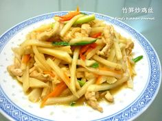 Ingredients: 2 pieces of chicken breast meat (cut into thin slices) 1 parboiled bamboo shoot (竹笋)* - shredded Handful of shredded ca. Bamboo Recipe, Asian Side Dishes, Healthy Meals, Healthy Recipes, Bamboo Shoots, How To Cook Chicken, Stir Fry, Asian Recipes, Fries