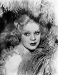 Here are some of vintage portrait photos of Alice Faye-A talented actress and singer,one of the few movie stars to walk away from stardom a. Old Hollywood Glamour, Golden Age Of Hollywood, Vintage Hollywood, Hollywood Stars, Classic Hollywood, Old Actress, American Actress, Arlene Dahl, John Payne